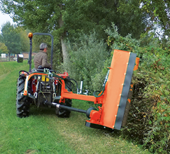 Tondeuse-broyeuse adaptable sur tracteurs