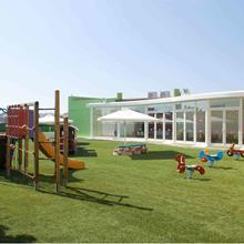 Gazons synthétiques pour aires de jeux, pour les terrains de sport et l'ornement paysager