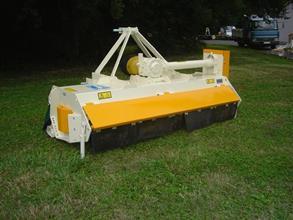 Tondeuse-broyeuse spécial tracteurs de pente