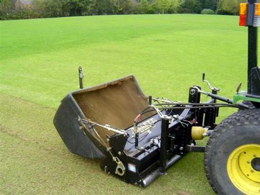 Scarificateur monté sur tracteur  - Photo